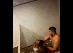 Comendo carioca amadora no banheiro do shopping gavea
