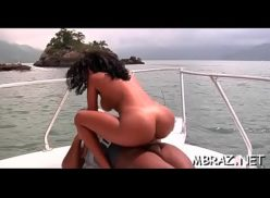 Mulata brasileira novinha do xnxx fudendo em alto mar