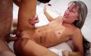 Ana fazendo sexo com jovem garoto