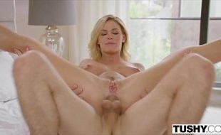 Loira linda no anal amador montada na rola