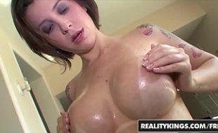 Porno putas moreninha peituda fodendo ao ar livre