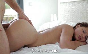 Sexo top comendo a moreninha sedutora