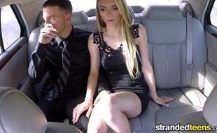 Loira em video xxx fodendo no carro