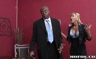 Negro fodendo com loira em melhores filmes porno