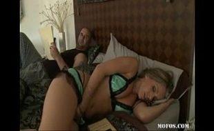 Comendo a linda cunhada em um porno familia