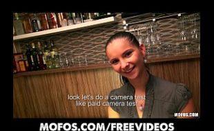 Mulher jovem no videos de porno fode por dinheiro