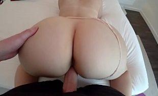 Shemalle loira grava video de sexo