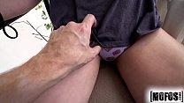 Carol dias pelada masturbando a buceta da novinha